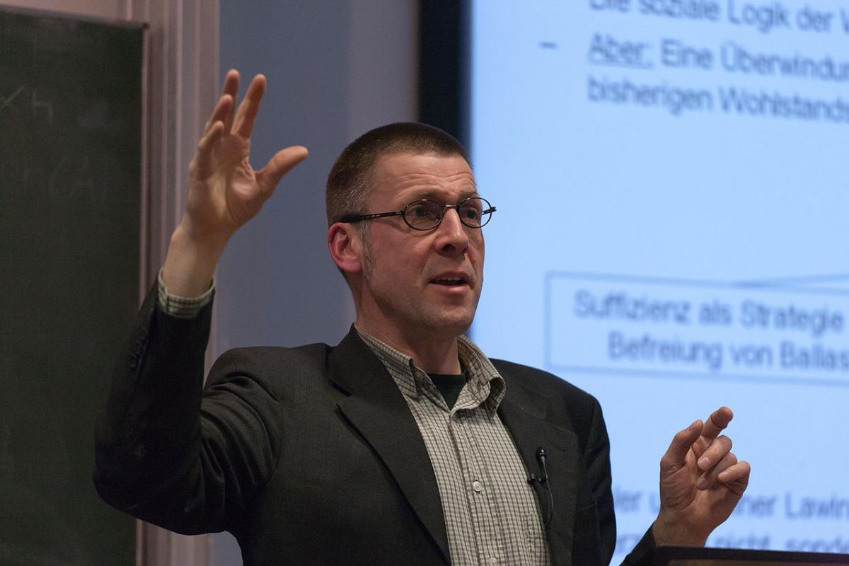 Prof. Niko Paech auf Veranstaltung zur Postwachstumsökonomie