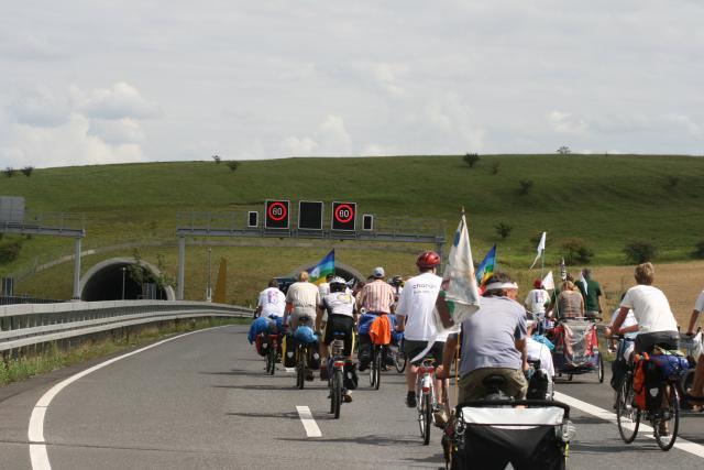 Tour de Natur 2008 - Demo auf dem ersten Bauabschnitt der A44 Kassel-Eisenach (bei Hessisch Lichtenau)