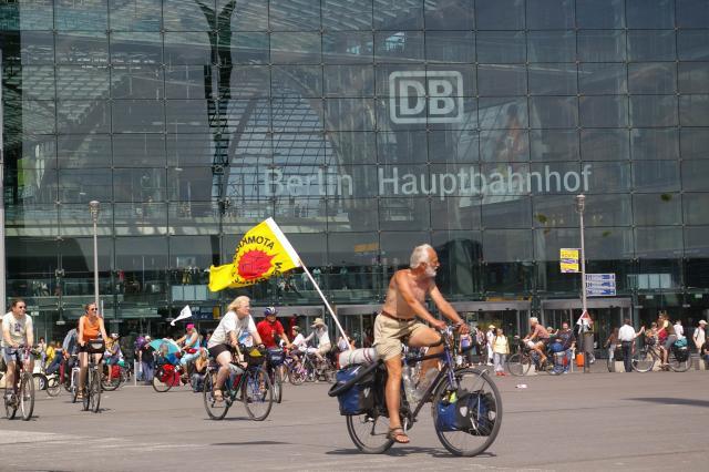 Abschluss der Tour de Natur 2009 vor dem Berliner Hauptbahnhof