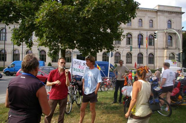 Tour de Natur demonstriert vor dem Bundesverkehrsministerium
