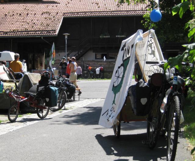 Tour macht Mittag in der SOS Dorfgemeinschaft Hohenroth