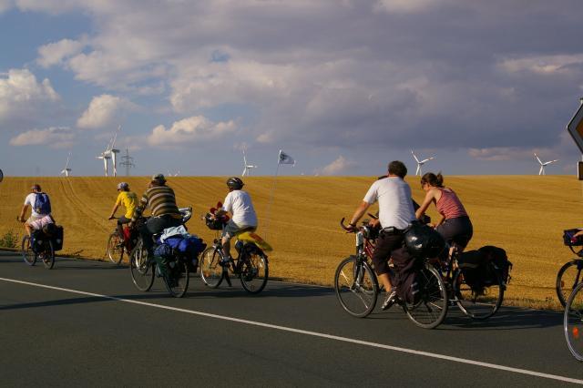Tour de Natur 2008 - Räder vor Windrädern