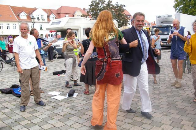 Tänzchen mit dem Neuruppiner Bürgermeister